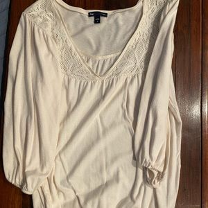 GAP mid sleeve length puffy shirt.